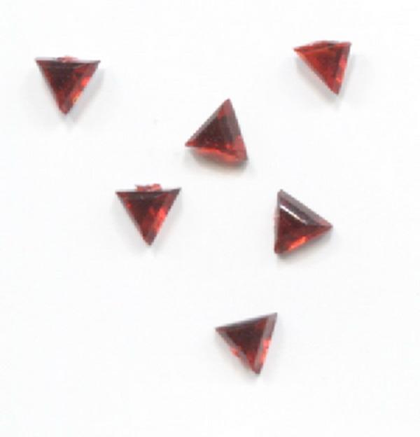Strassz háromszög piros 50/cs